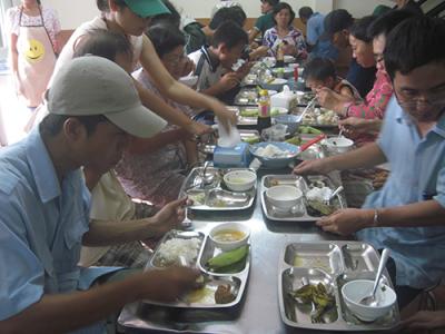 Ấm lòng quán cơm 1.000 đồng của chàng trai 34 tuổi ở Đà Nẵng